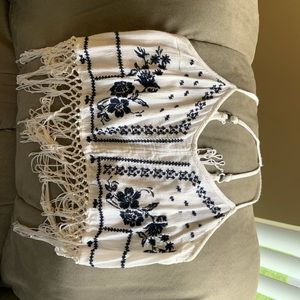 Hollister white and navy blue crop top !